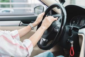 Ist der Einbau einer Melodiehupe bei einem Auto erlaubt?