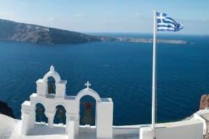 Ein Mietwagen in Griechenland kann Ihnen im Urlaub Unabhängigkeit und Mobilität verschaffen.