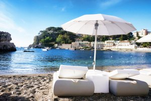 Mit einem Mietwagen genießen Sie Lanzarote frei und entspannt.
