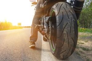 Sie streben eine Mischbereifung am Motorrad an? Schauen Sie zuerst in die Zulassungsbescheinigung.