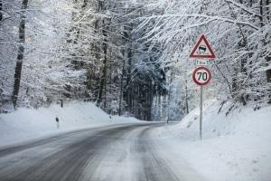 Mit Sommerreifen im Winter zum TÜV: Kein Problem, wenn das Wetter nicht zu winterlich ist.
