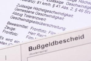 Lösen feste oder mobile Blitzer in Bielefeld aus, erhält der Fahrer einen Bußgeldbescheid.