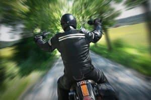 Wer Alkohol trinkt und Motorrad fährt, riskiert nicht nur sein eigenes Leben.