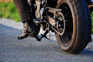 Mit einem Motorrad-Renntaxi erleben Sie den Geschwindigkeitsrausch.