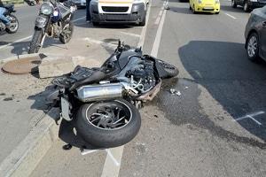 Ein mit dem Motorrad verursachter Unfall zieht laut Statistik meist schwerwiegende Folgen nach sich.