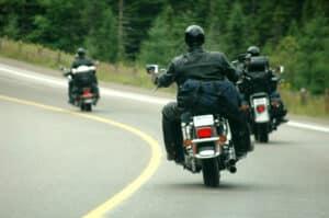 Eine Art der Motorradhelme bildet der Klapphelm