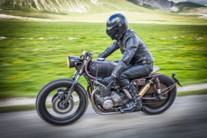 Motorradschutzkleidung ist keine Pflicht, aber empfehlenswert.