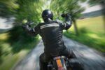 Ein Motorradunfall hat häufig schwere Verletzungen zur Folge