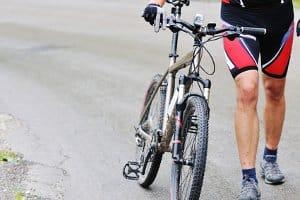 Sie können Ihr Mountainbike verkehrstauglich machen und damit auf öffentlichen Straßen fahren.