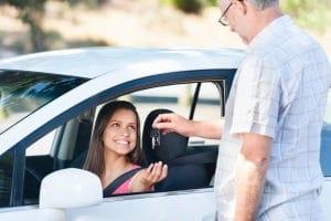 Haben Sie die MPU bestanden, helfen Ihre Erfahrungen aus der Untersuchung bei der täglichen Autofahrt.