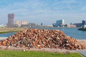 Bei einer Mülldeponie wird auch Bioabfall gelagert