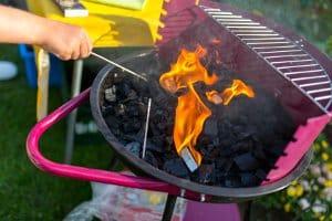 Oft fühlen sich Nachbarn von Rauch und Gerüchen der Lagerfeuer oder Holzkohlegrills gestört