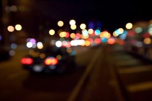 Die Nachtfahrt gehört zu den Pflichtfahrstunden für den Führerschein.