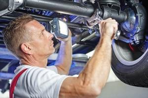 Gilt bei der Neuwagengarantie eine Werkstattbindung?