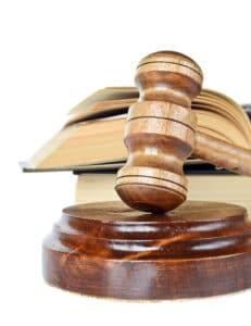 Nötigung im Straßenverkehr: Die Strafe wird in der Regel von einem Gericht festgesetzt.