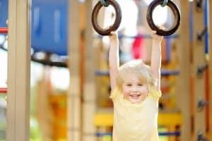 Öffentliche Spielplätze unterliegen Vorschriften, denn sie dienen der körperlichen und geistigen Entwicklung von Kindern.