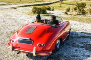 Einen Oldtimer als Hochzeitsauto mieten? Kontaktieren Sie verschiedene Anbieter und erkundigen sich nach dem Preis.