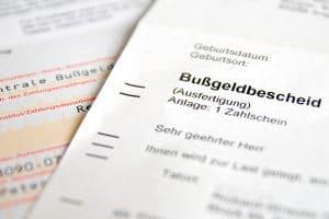 Bei Ordnungswidrigkeitenverfahren lassen sich Bußgeldbescheide anfechten.