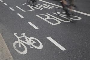 Das Parken auf einem Radweg ist generell nicht zulässig.