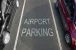 Das Parken am Flughafen ist meist kostenpflichtig.