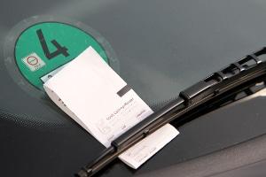 Wer die Höchstdauer überschreitet oder Parkgebühren nicht zahlt, muss mit einem Knöllchen rechnen.