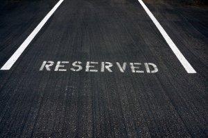 Beim Umzug eigenständig den Parkplatz reservieren, z. B. mit Hilfe von Stühlen, ist verboten!