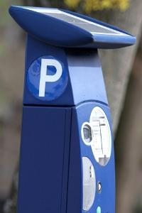 """In manchen Städten gibt es am Parkscheinautomat eine """"Brötchentaste""""."""