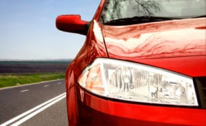 Eine Missachtung vom Parkverbot auf dem linken Seitenstreifen zieht ein Verwarngeld von mindestens 15 Euro nach sich.