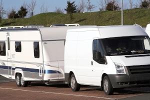 Reisende können auf PaulCamper auch einen Wohnwagen oder einen Kastenwagen mieten.
