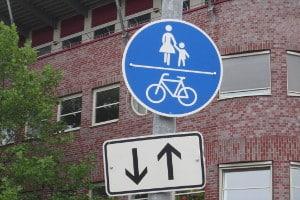 Darf ein Pedelec den Fahrradweg benutzen? Unter Umständen muss es das sogar.