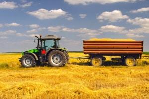 Personentransport auf landwirtschaftlichen Anhängern ist erlaubt.