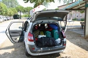 Kein Platz mehr im Auto? Sie können sich ein Auto mit Anhängerkupplung mieten.