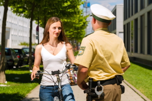 Einhaltung der Kontraktsperre kontrollieren: Die Polizei erhält durch Corona neue Aufgaben.