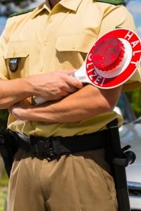 Polizisten bei Verkehrskontrolle im Umfeld vom Oktoberfest München