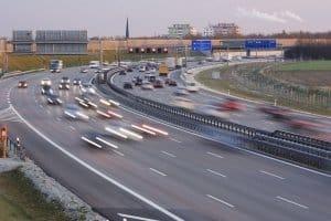 Auf der Autobahn in Portugal: Auch für Mietwagen fallen hier Maut-Gebühren an.