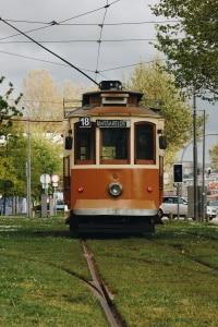 Portugal: Die gängigen Verkehrsschilder unterscheiden isch kaum von den deutschen.
