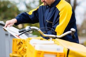 Auch Post-Dienstleister haben laut StVO gewisse Sonderrechte - jedoch in eingeschränkterem Maße als Polizei und Feuerwehr.