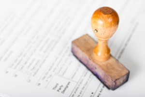 Die Postlaufzeiten im Bußgeldverfahren hängen auch vom Arbeitsaufwand der Behörde ab.