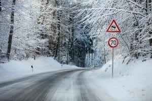 Auf einer halböffentlichen Privatstraße muss den Winterdienst der Eigentümer leisten.