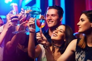 Promillegrenze: Im Auto gelten in Österreich in Bezug auf Alkohol gesetzliche Vorgaben.
