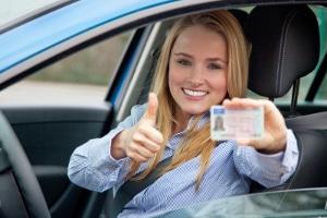 Die Prüfbescheinigung für das Mofa ist für viele die erste Fahrerlaubnis.