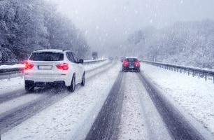 Quad fahren: Auch im Schnee ist es möglich. Die schwierigen Witterungsbedingungen machen die Fahrt für viele noch aufregender.