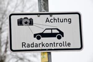 Achtung Radarkontrolle: Wer hier auf der Autobahn zu schnell fährt, wird geblitzt.