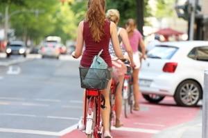 Radfahrschutzstreifen: Die StVO schreibt keine Benutzungspflicht wie beim Radweg vor.