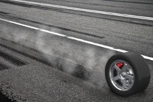 Sowohl Reaktionsweg als auch Bremsweg werden durch unterschiedliche Faktoren beeinflusst.