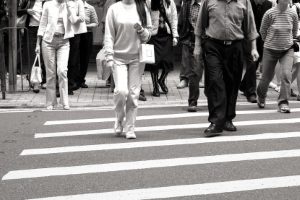 Mehr Rechte für Fußgänger können zur Verbesserung der Verkehrssicherheit führen.