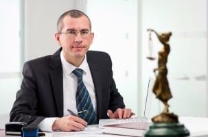 Rechtsanwälte bieten in der Regel keine kostenlose telefonische Rechtsberatung an.