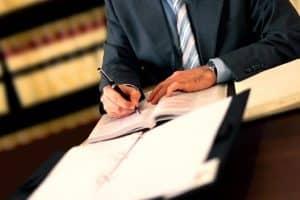 Sie haben einen Unfall gebaut? Dann kann ein Anwalt für Verkehrsrecht in Hof (Saale) helfen.