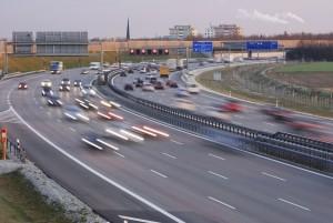Das Rechtsfahrgebot gilt grundsätzlich auch auf der Autobahn.