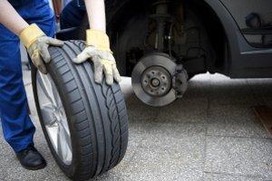 Reifen einlagern lassen: Die Kosten sind vom Anbieter abhängig.